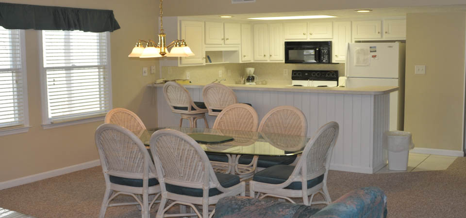 country club villas kitchen dining